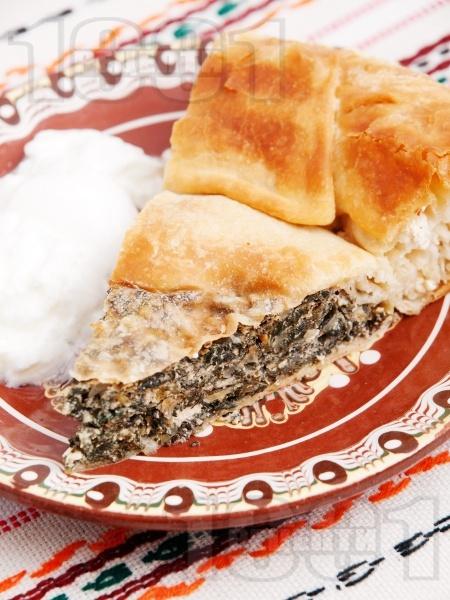 Зелник с коприва, спанак, сирене и праз лук (с мая) - снимка на рецептата